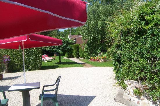 Hotel Le Mas des Lilas : le parc