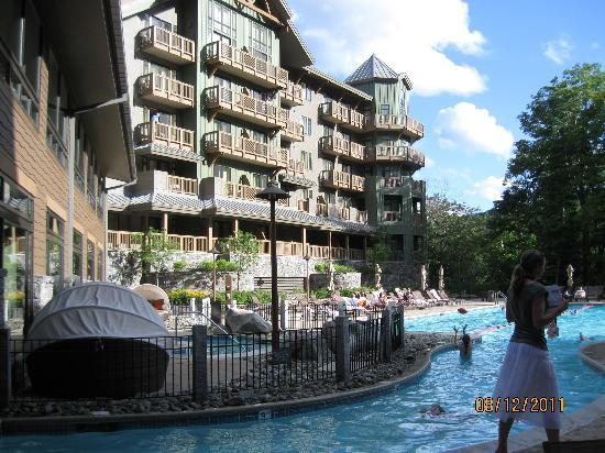 Stowe Mountain Lodge: The pool was magnificent and a warm 86 degrees