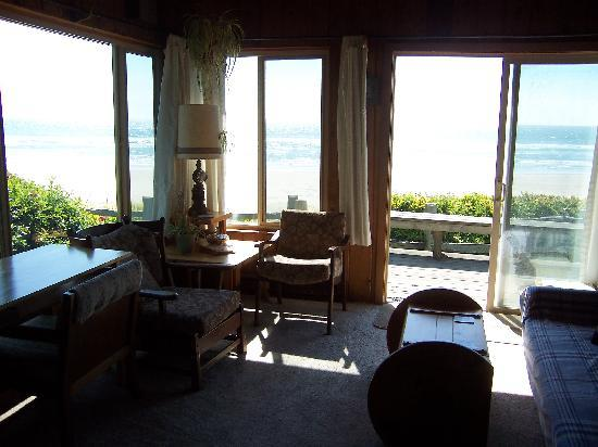 Edgewater Cottages: You can get much closer to the beach!