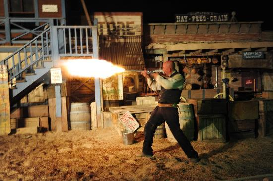 Pinnacle Peak Steakhouse : Free gunfight show