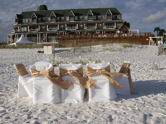 Beach Walk at Henderson Park Inn: Dine with your Toes In The Sand