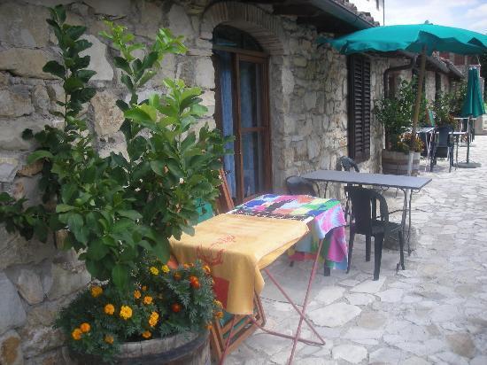 Rignano sull'Arno, Italie : terrasse avec vue sur les collines