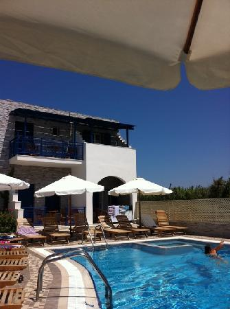 Hotel Katerina: view by pool bar