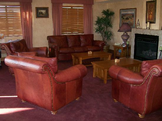 Legacy Inn & Suites: Lobby