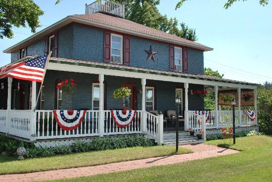 Applesauce Inn Bed & Breakfast: All American Beauty