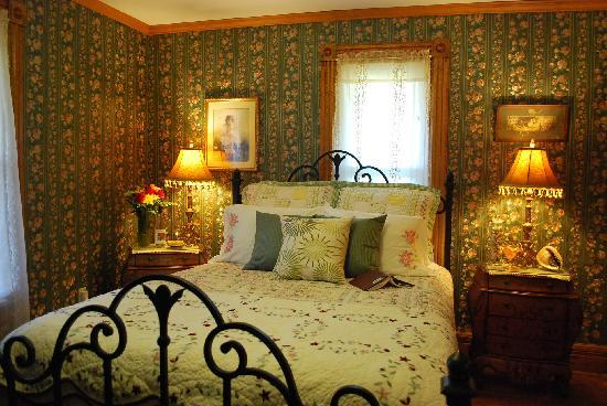 ‪‪Applesauce Inn Bed & Breakfast‬: Victorian Charm Sonora Room‬