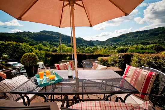Llety Betws: Patio with breathtaking views over the Gwydir Forest