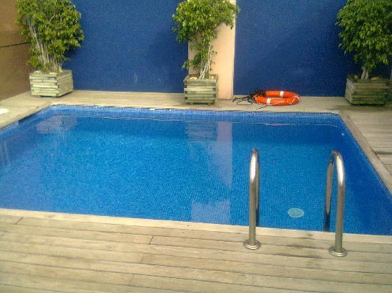 โอนิกซ์ แรมบลา โฮเต็ล: El muy pequena pool