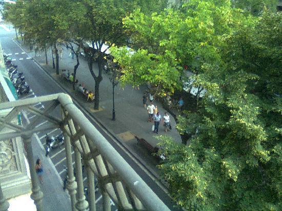 โอนิกซ์ แรมบลา โฮเต็ล: View from the front