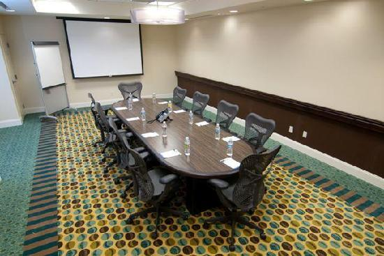 Hilton Garden Inn San Bernardino: Modern meeting room facilities.