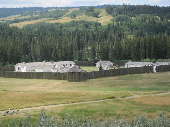 "Maple Creek, Canada : Fort Walsh as seen from the ""Citizen Cemetery""."