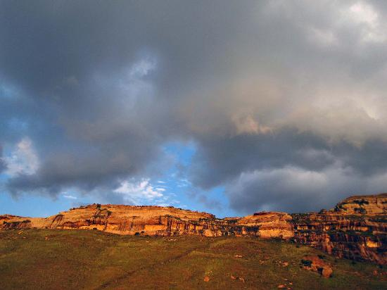 The beautiful sandstone mountains as seen from Kiara Resort.