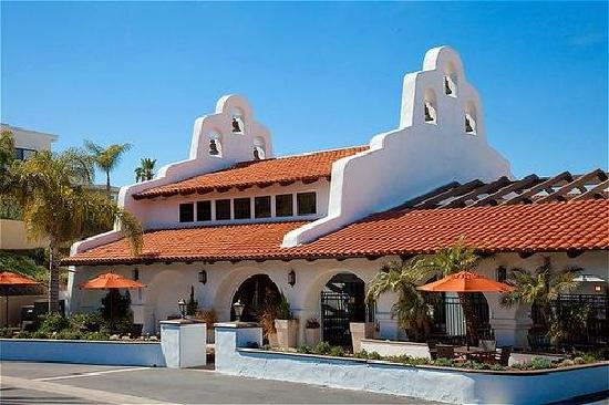 Holiday Inn Express San Clemente: Modern amenities in Spanish Mission-style architecture. Newly renovated with free WiFi, free par