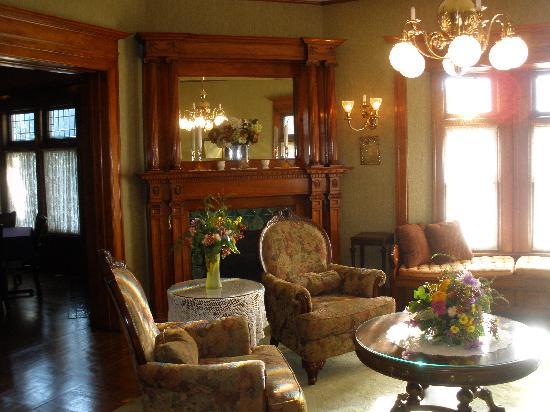 Cartier Mansion Bed & Breakfast: Sun filled room
