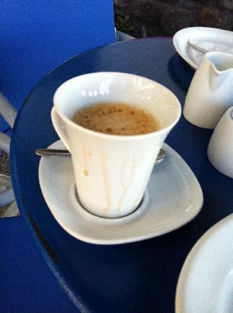 Kafouros Hotel: La tazza di caffè servita a colazione