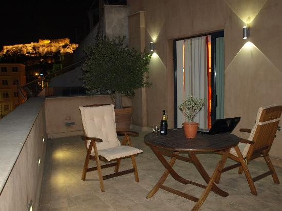 O&B Athens Boutique Hotel: Night View