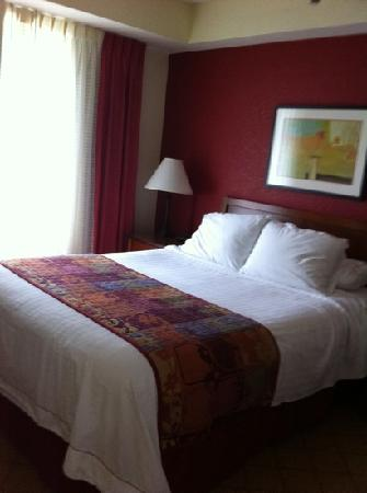 Residence Inn Fort Lauderdale Weston: bed could be more comfy but it's clean!