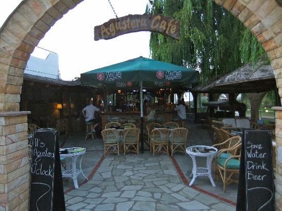 Κουκουναριές, Ελλάδα: Entrance to the bar