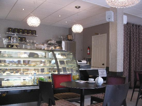 Nuits Saint-Pierre : The bakery / coffee shop