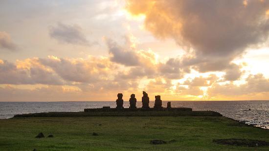 explora Rapa Nui - All Inclusive: atardecer en la isla