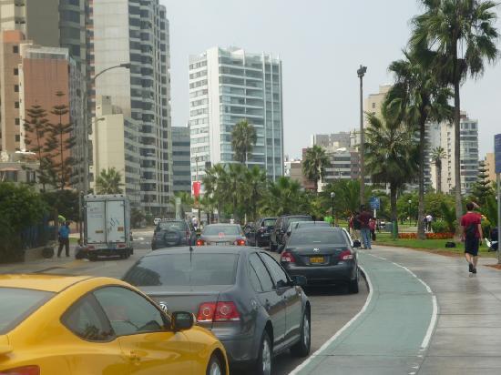 Casa Bella Miraflores: Malecon Cisneros, seafront boulevard