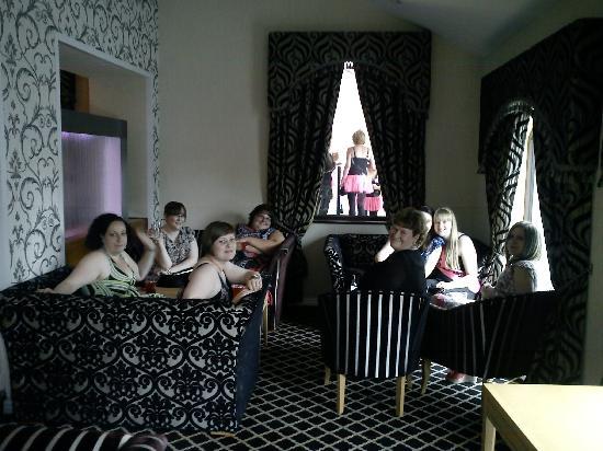 Carlton Park Hotel: Pre-dinner drinks in the lounge
