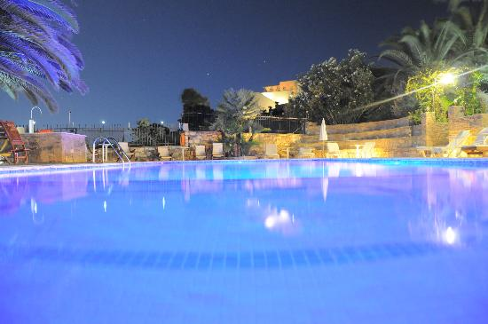 Paros Eden Park: Pool at night