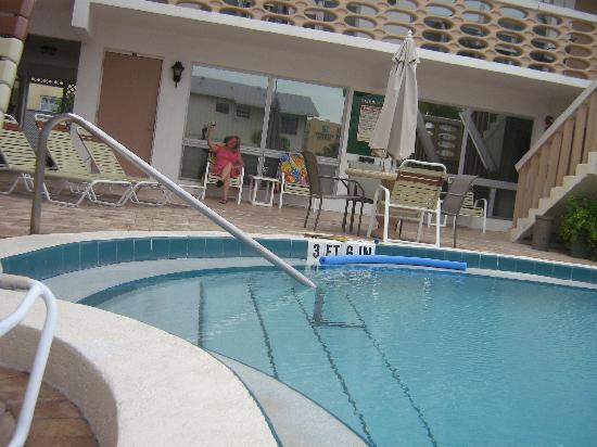 Panther Motel and Apts: notre appartement face à la piscine