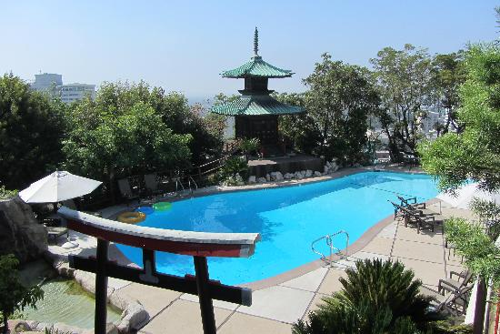 Hollywood Hills Hotel: Lovely pool area