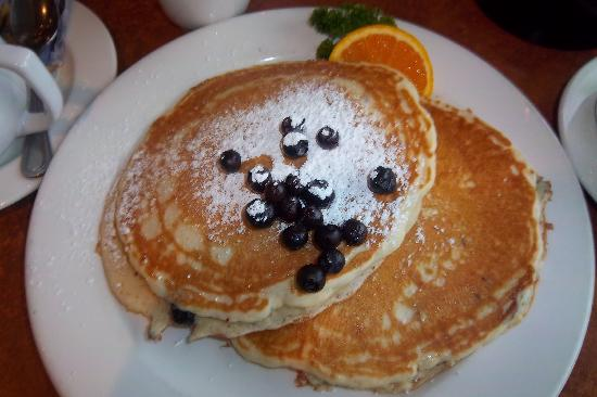 Georgie's Beachside Grill: Georgie's awesome blueberry pancakes