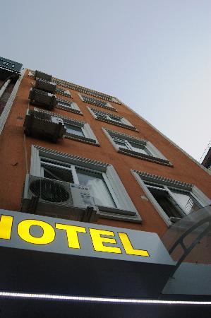 Sevila Hotel: отель,вид снизу