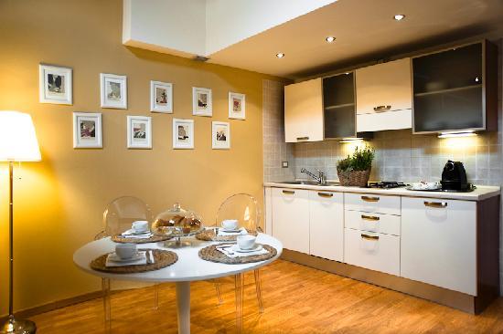 Residenza Giuseppe Verdi: Kitchen Luxury Apartment