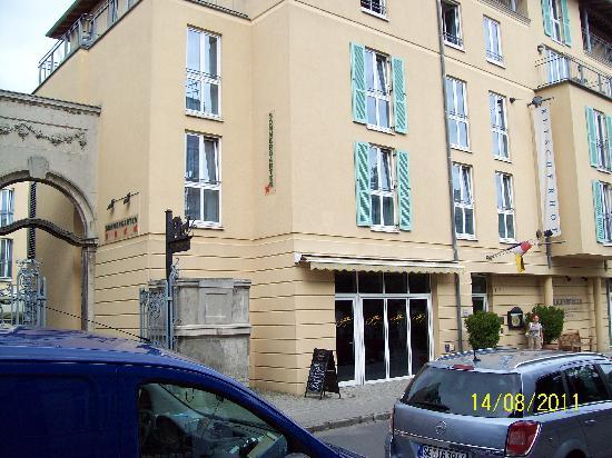 Steigenberger Hotel Sanssouci : note the sommergarten-outside restaurant