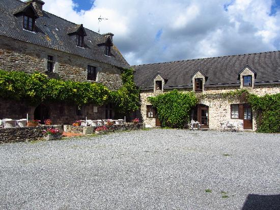 Manoir du Menec : The courtyard of the manor.