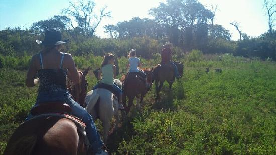 Texas Trail Riding Co.: Riding out along the trail