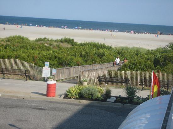 The Crusader Oceanfront Family Resort: beachview