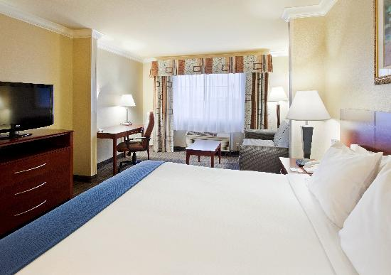 Holiday Inn Express Hotel & Suites Watsonville: King Suite