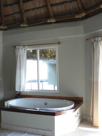 Santa Isabel, Panama: baignoire dns la chambre