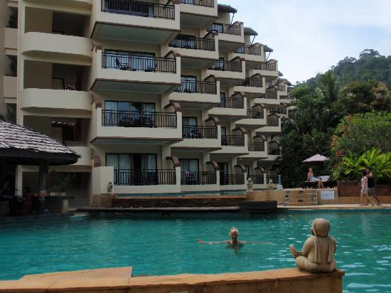 Krabi La Playa Resort: pool and hotel