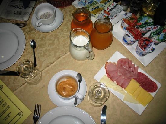 Hotel Pasike: Breakfast