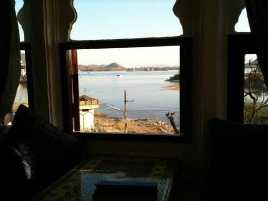 Hotel Sargam Sadan: view from bedroom window