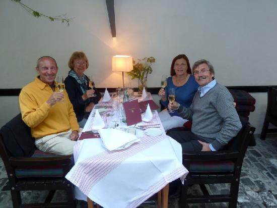 Romantik Hotel Zur Schwane: Degustationsmenü im Innenhof