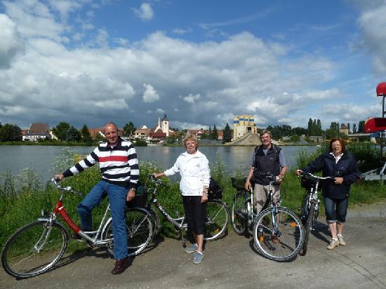 Romantik Hotel Zur Schwane: Mit hoteleigenen Fahrrädern den Main entlang