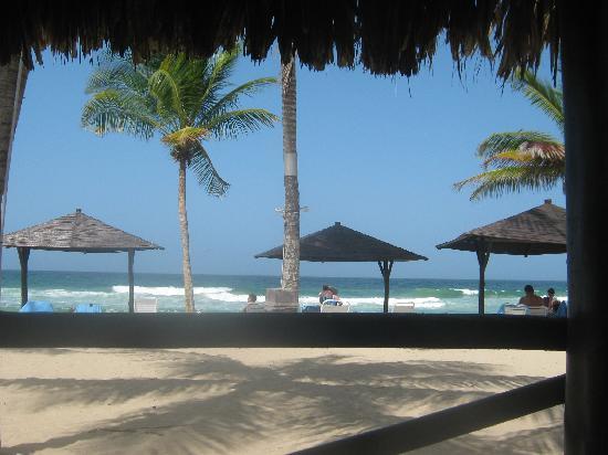 Laguna Mar: view of beach from beach bar