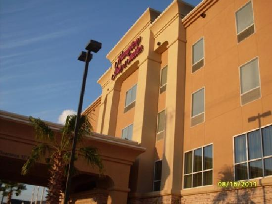 Hampton Inn & Suites San Antonio / Northeast I35: day