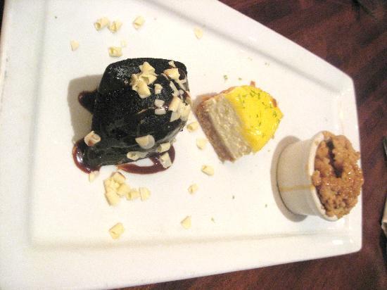 Weber Grill Restaurant: Dessert Trio