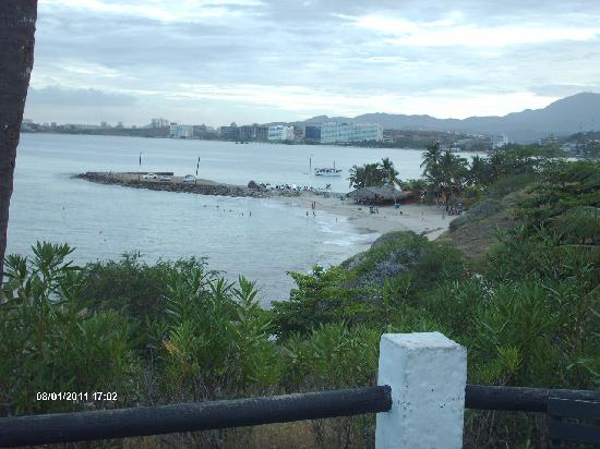 Guayoyo Cafe: Vista hacia la bahia de Pampatar desde el local