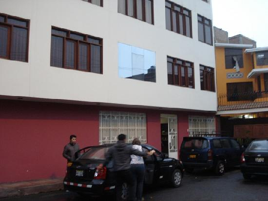 Hostal Victor - Lima Airport Hostel: Front