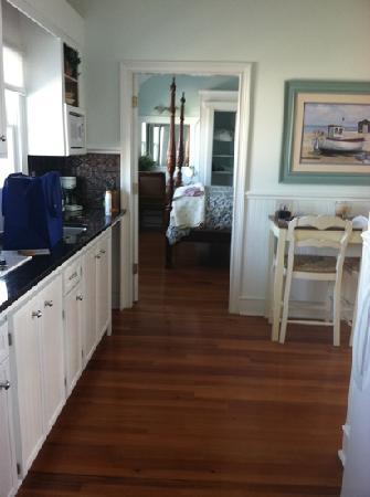Marsh Harbour Inn: walking in thru door.