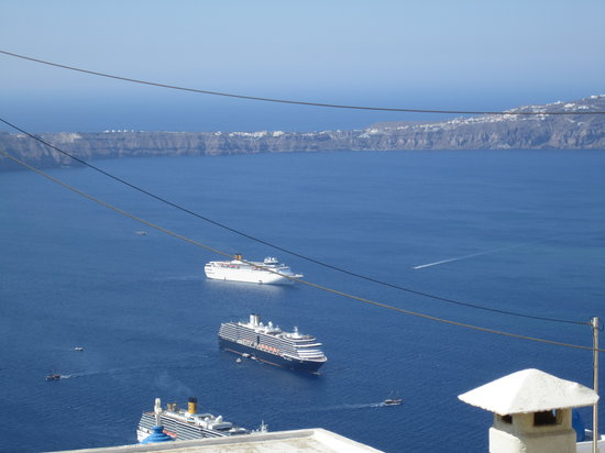 Merovigla Apartments: View from our room, part 1-caldera view
